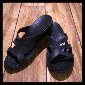 Crocs Size 6 Sanrah Black Strappy Wedge